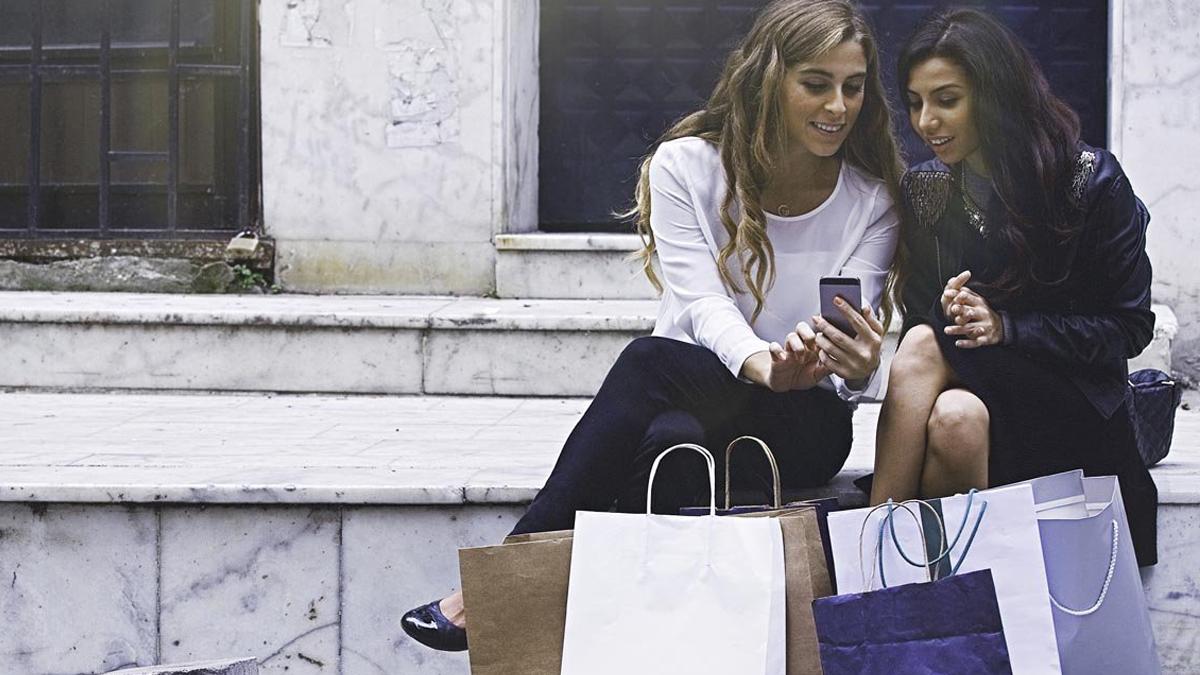 twee meiden shoppen